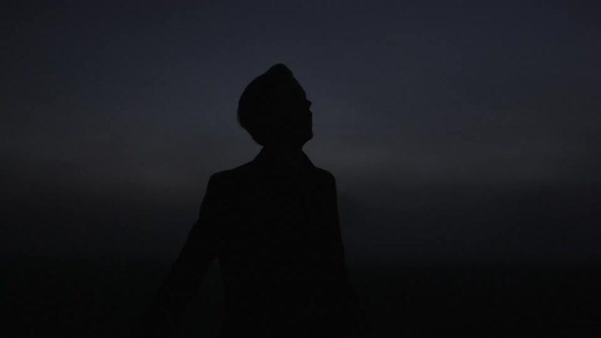 تنهایی-سکوت-و-تاریکی